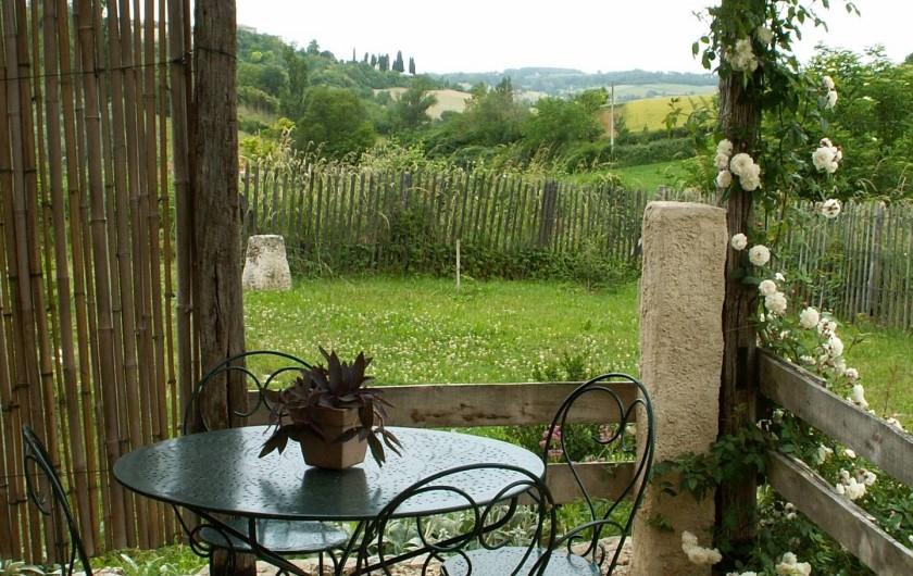 Location de vacances - Gîte à Lectoure - La pergola avec vue sur la vallée Gers