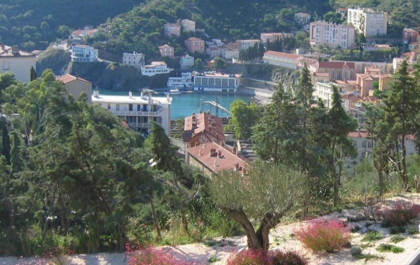 Location de vacances - Gîte à Cerbère - Parking communal et gratuit en face la résidence
