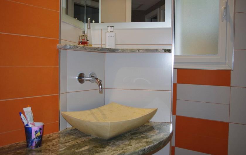 Location de vacances - Gîte à Cerbère - Salle d'eau avec douche à l'italienne spacieuse