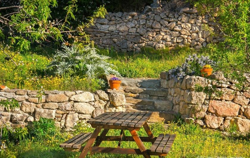 Location de vacances - Gîte à La Livinière - jardin Les Amandiers