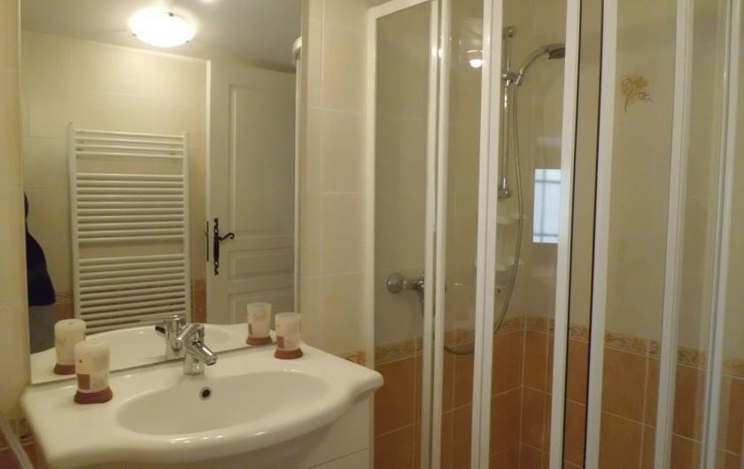 Location de vacances - Gîte à La Livinière - Salle de douche Les Pins