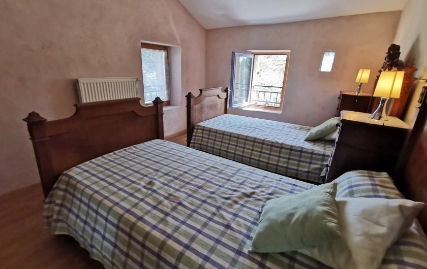 Location de vacances - Gîte à La Livinière - chambre 2 Les Amandiers