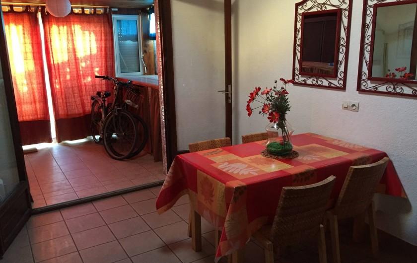 Location de vacances - Villa à Le Barcarès - Séjour et véranda