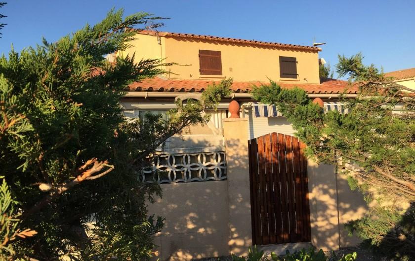 Location de vacances - Villa à Le Barcarès - Entrée sur la terrasse (parking sur chemin privatif)