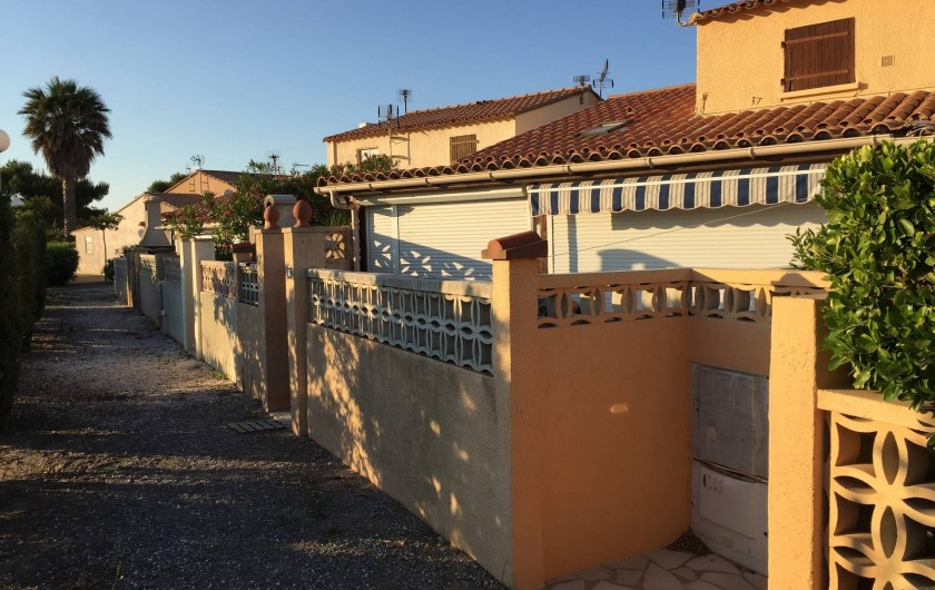 Location de vacances - Villa à Le Barcarès - Entrée sur la terrasse