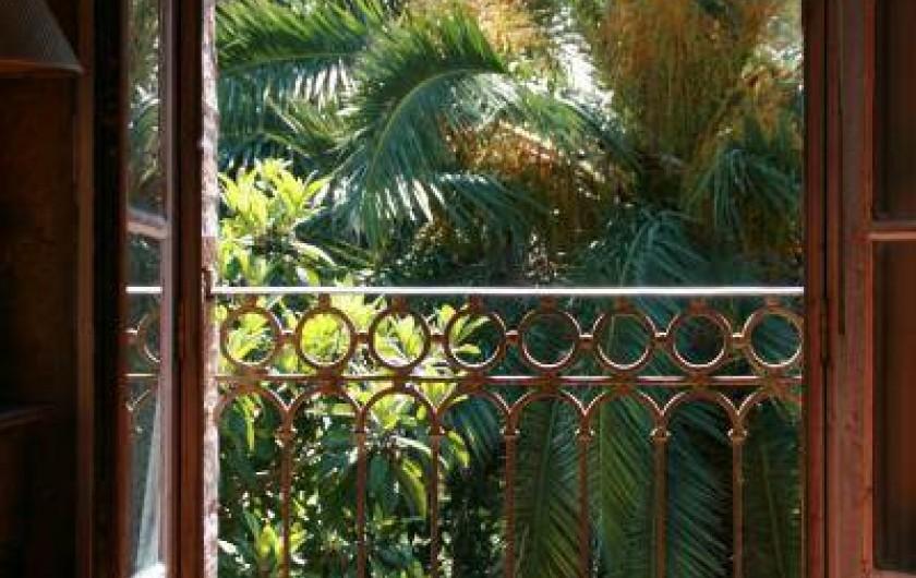 Location de vacances - Appartement à Collioure - fenêtre peinte par Matisse en 1914 devenue noire après le décès de son frère