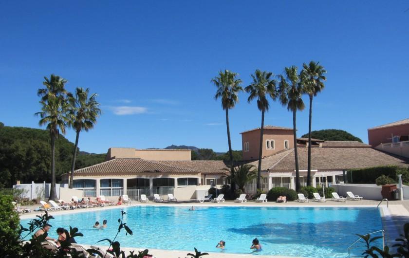 Location de vacances - Studio à Saint-Raphaël - la piscine de 400m2 chauffée
