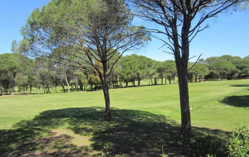 Location de vacances - Studio à Saint-Raphaël - vue sur le golf