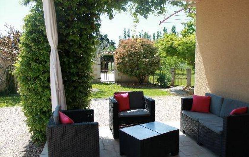 Location de vacances - Mas à Cabannes - Coin détente / terrasse