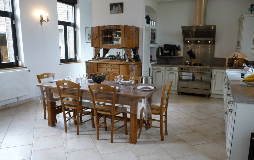Location de vacances - Gîte à Mons-Boubert - La cuisine et son piano de cuisson