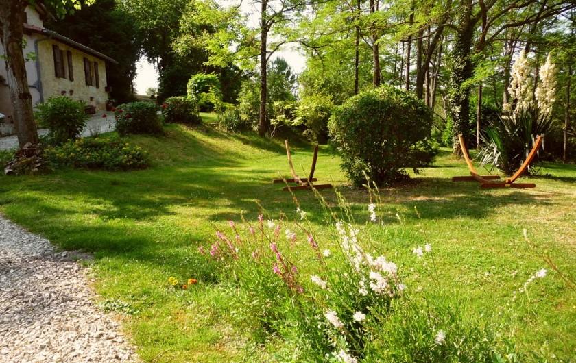 Location de vacances - Villa à Marsolan - Le jardin sous les robiniers