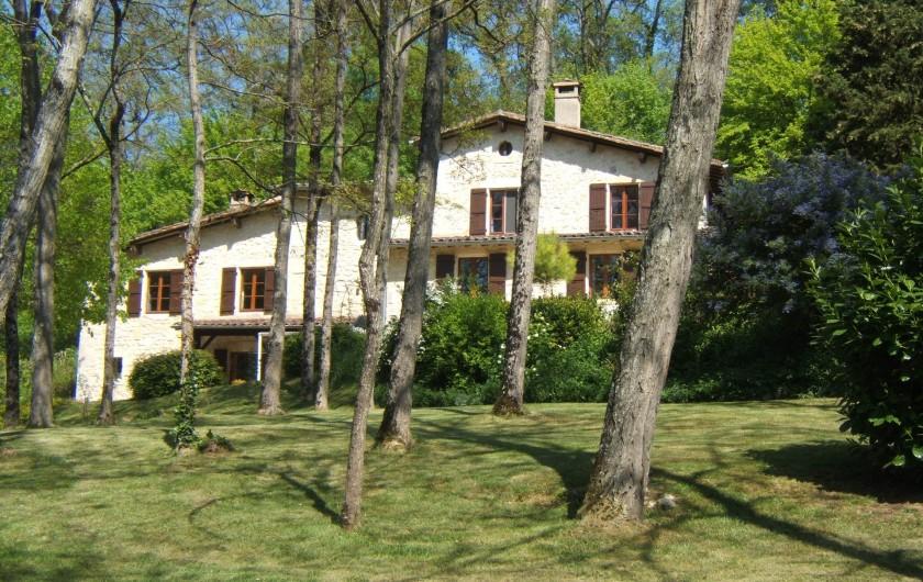 Location de vacances - Villa à Marsolan - Façade ouest au-travers des robiniers