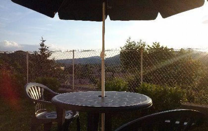 Location de vacances - Studio à Digne-les-Bains - devant le studio, jolie vue sur la vallée