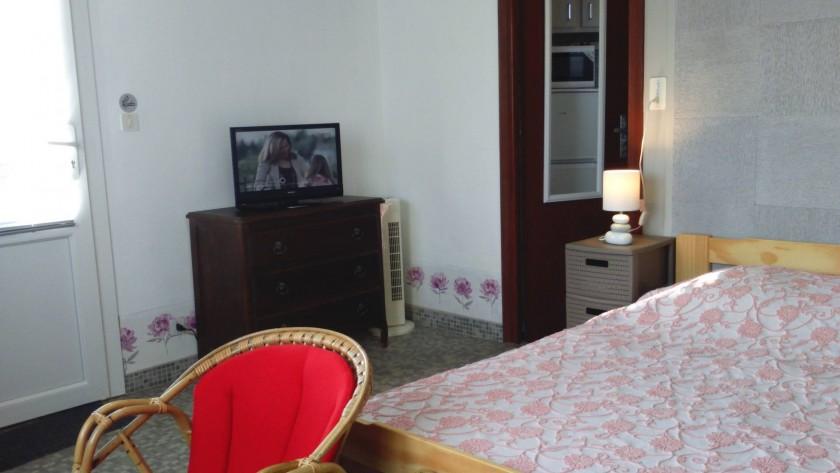 lit 2 places,coin repas, TV,internet wifi,coin salon