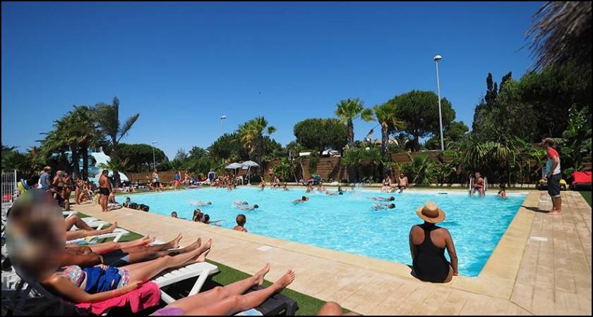Notre piscine de 10/20m sera parfaite pour se rafraîchir !