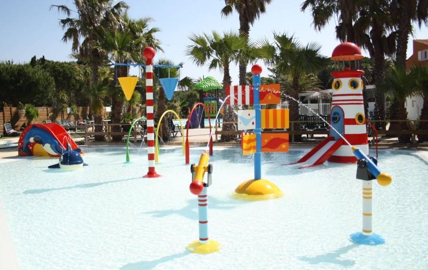 Location de vacances - Camping à Le Barcarès - Une pataugeoire ludique pour le bonheur des plus petits !