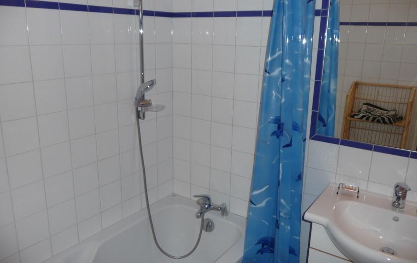 Location de vacances - Gîte à Aubres - Salle de bain baignoire