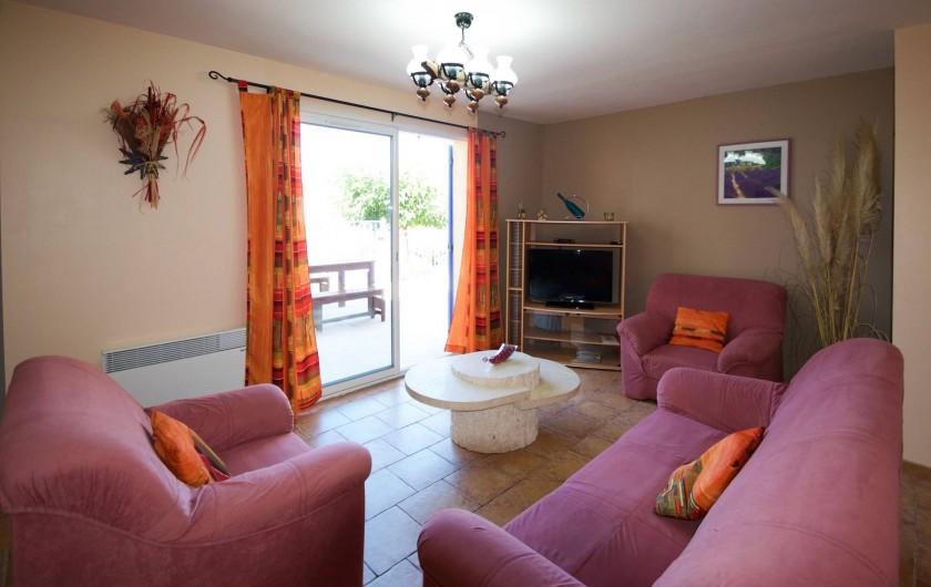 """Location de vacances - Villa à Saint-Martin-d'Ardèche - côté """"village"""" accès terrasse"""