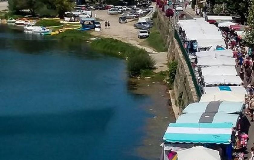 Location de vacances - Villa à Saint-Martin-d'Ardèche - marché dimanche matin le long de l'Ardèche