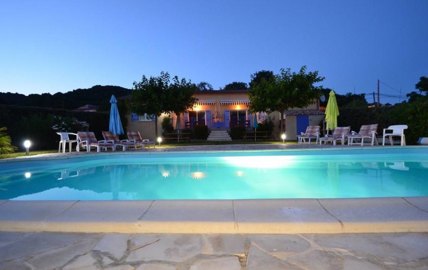 Location de vacances - Villa à Saint-Martin-d'Ardèche - se baigner au milieu de la nuit.......