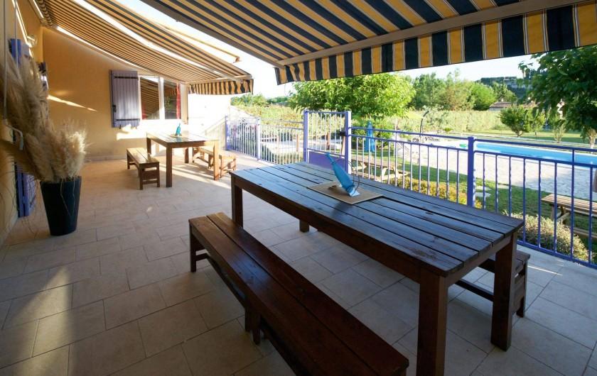 Location de vacances - Villa à Saint-Martin-d'Ardèche - la terrasse ombragée