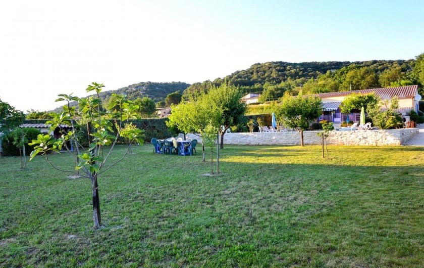 Location de vacances - Villa à Saint-Martin-d'Ardèche - le verger pour les enfants y jouer