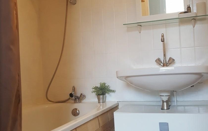 Location de vacances - Appartement à Gérardmer - salle de bains