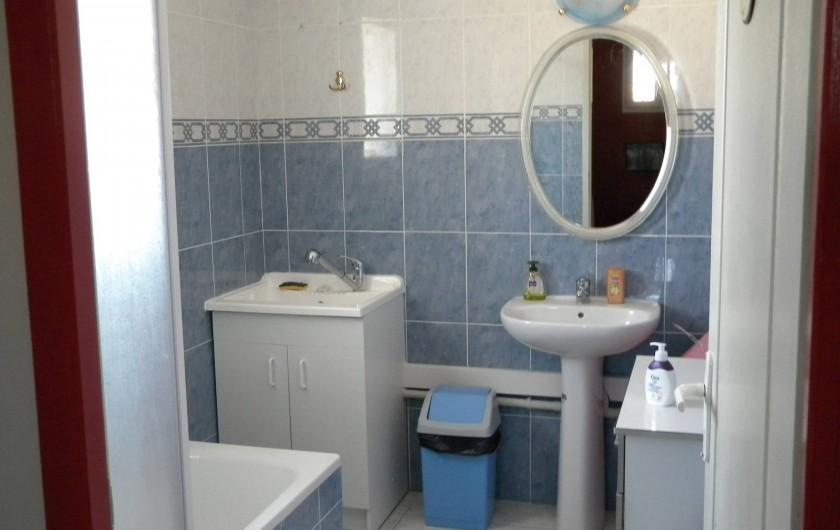 Location de vacances - Villa à Saint-Laurent-d'Aigouze - salle de bains du 1er étage