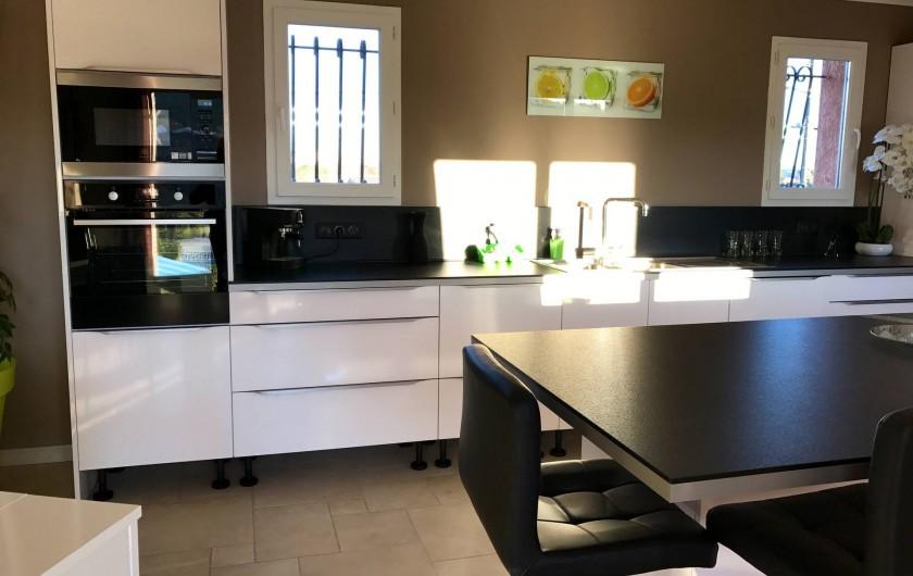 Location de vacances - Villa à Rousson - Une cuisine lumineuse et spacieuse