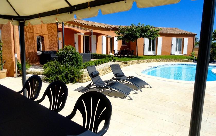 Location de vacances - Villa à Rousson - Coin repas sous la tonnelle