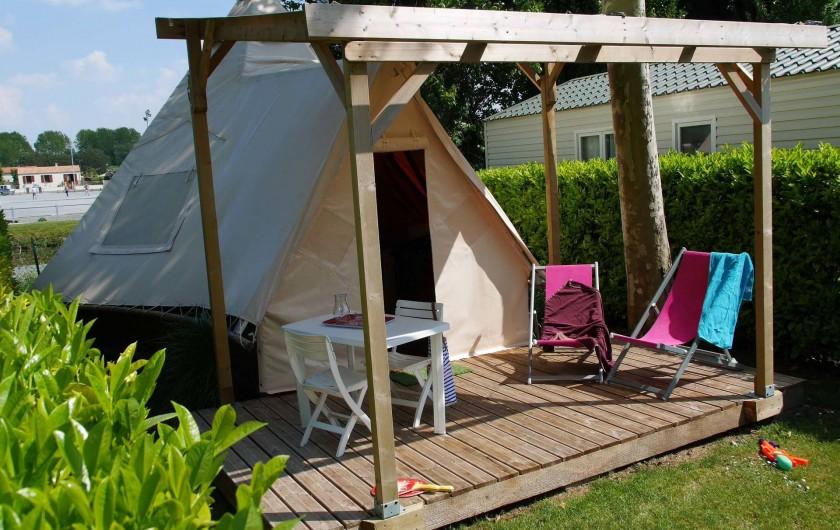 Location de vacances - Camping à Surgères - Tipi, 4 pers. 2 chambres