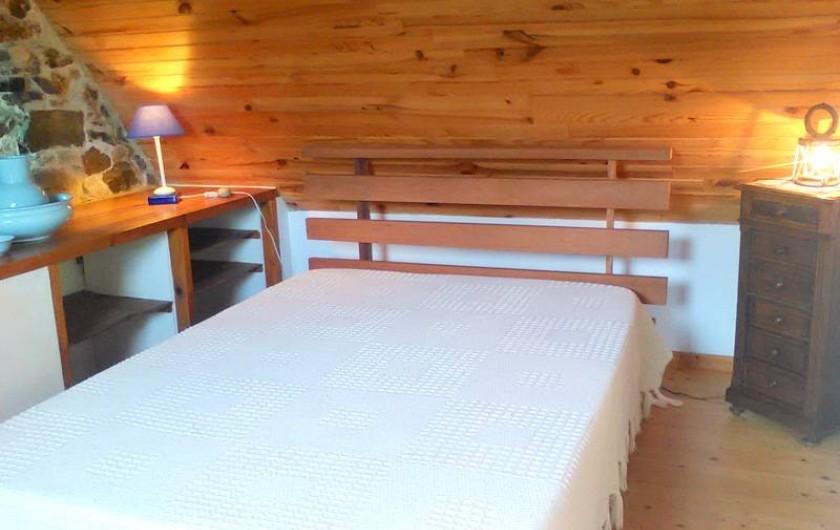 Location de vacances - Gîte à Perros-Guirec - Chambre avec lit double à l'étage de la maison des pêcheurs tiploum