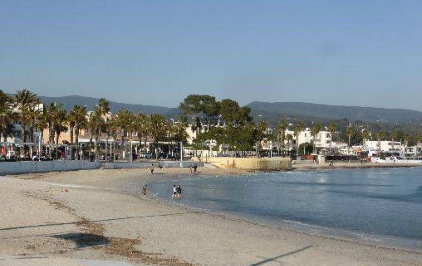 Location de vacances - Appartement à La Ciotat - Plage, sur trois  kms abritée du mistral par son golfe.Plage de galets calanques