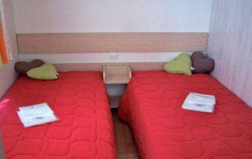 Location de vacances - Bungalow - Mobilhome à Saint-Denis-d'Oléron - chambre 2 avec lit séparé pour enfants ou adultes