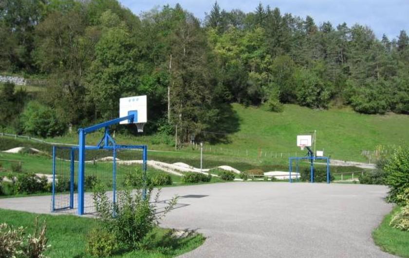 Location de vacances - Chalet à Lescheraines - terrain multi-sports à 50m