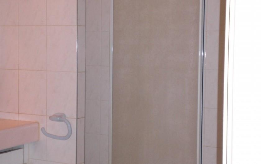 Location de vacances - Appartement à Arcachon - Salle de bain douche