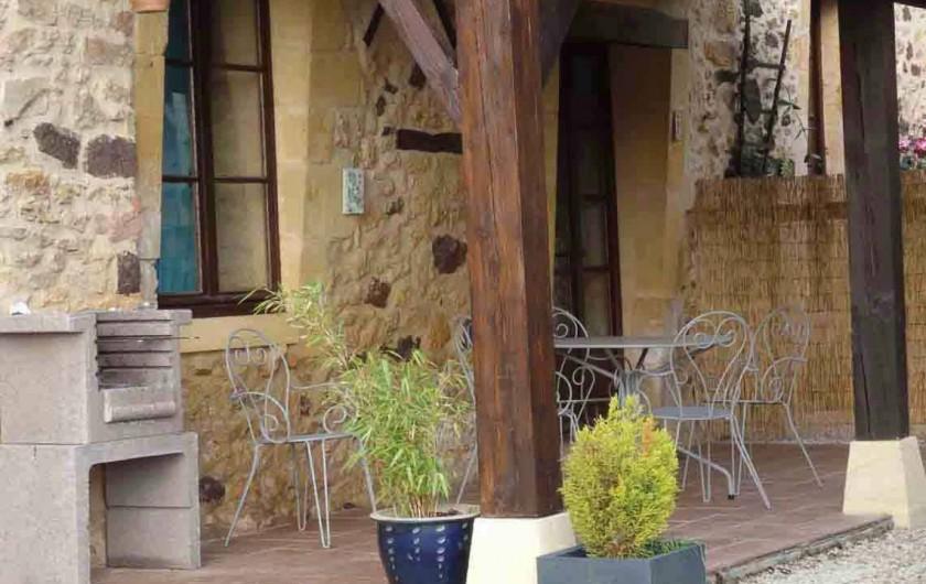 Location de vacances - Gîte à Bouillac - Le Chataîgnier et sa terrasse
