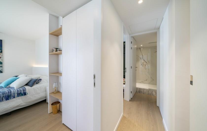 Location de vacances - Appartement à Cannes - Hall menant aux chambres, toilette et SDD