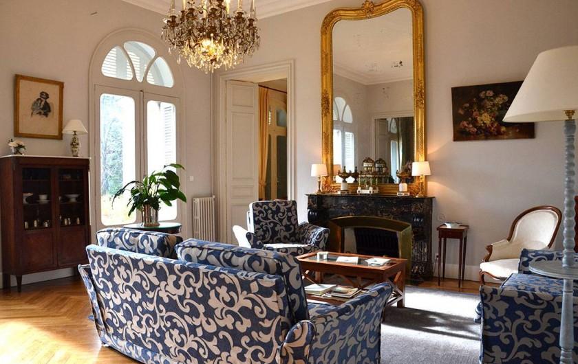 Location de vacances - Maison - Villa à Bessan - The large living room with blue comfortable sofas