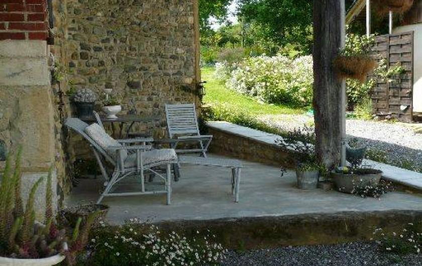 Location de vacances - Gîte à Lucq-de-Béarn - Auvent à l'entrée du gîte