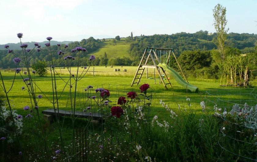 Location de vacances - Gîte à Lucq-de-Béarn - Jardin et jeux pour les enfants