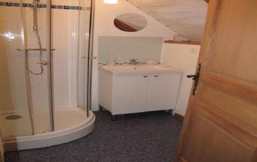 Location de vacances - Gîte à Bagnères-de-Bigorre - A l'étage - salle de bain - toilette