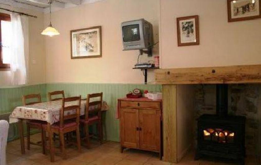 Location de vacances - Gîte à Bagnères-de-Bigorre - Rez de chaussé - coin salle à manger