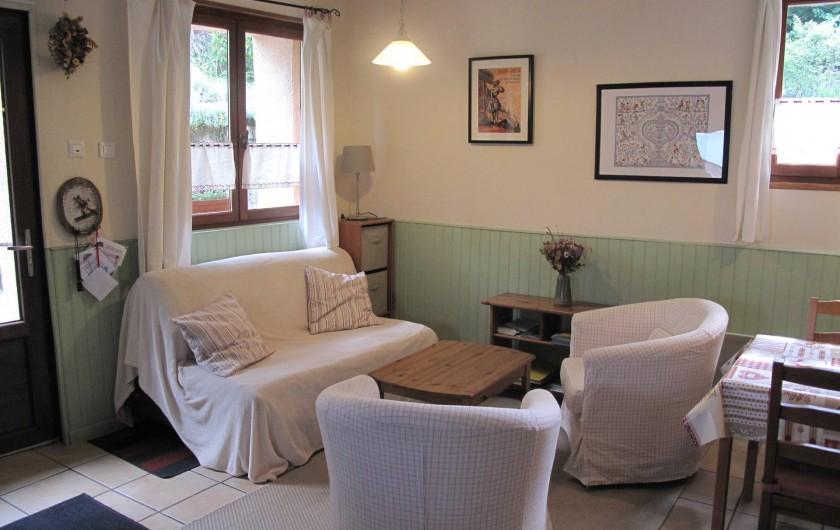 Location de vacances - Gîte à Bagnères-de-Bigorre - Rez de chaussé - pièce à vivre - coin salon