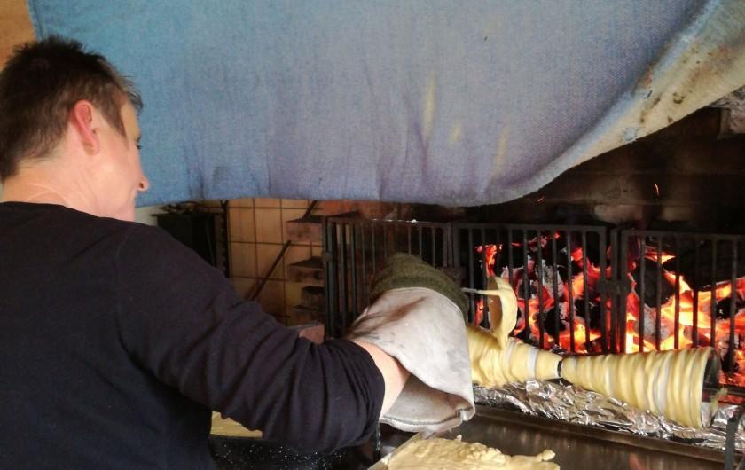 Location de vacances - Gîte à Lourdes - gateau a la broche en cours de cuisson