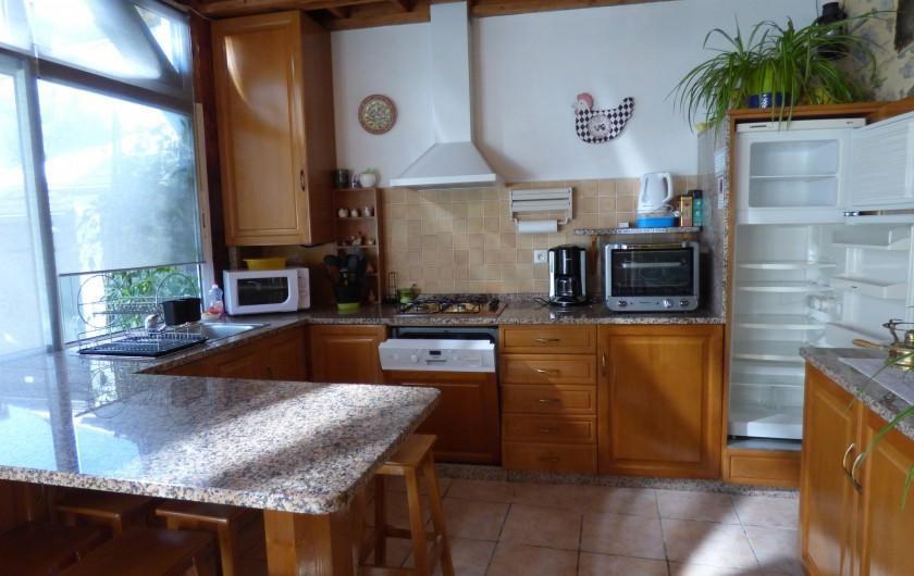 Location de vacances - Gîte à Lourdes - cuisine ouverte dans la piece de vie