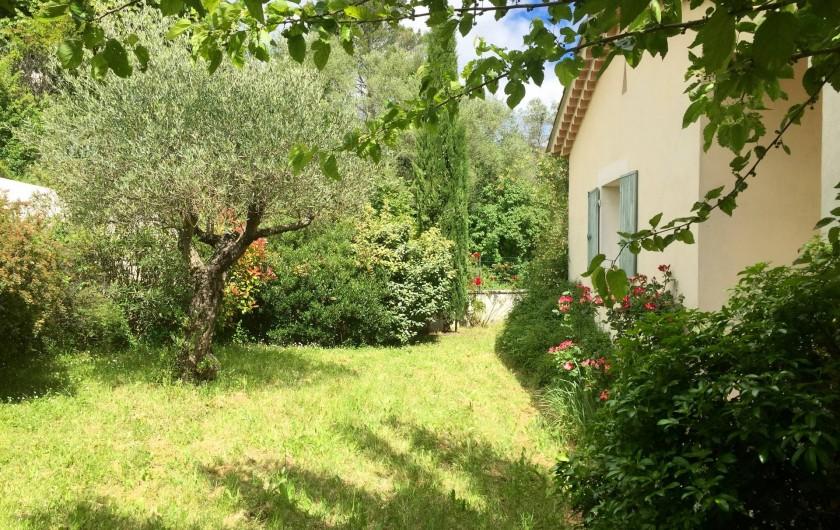 Location de vacances - Villa à Alès - Vue derrière la maison coté cuisine