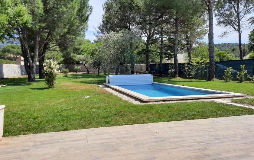Location de vacances - Villa à Taillades - Profitez d'un grand jardin avec piscine privée et chauffée