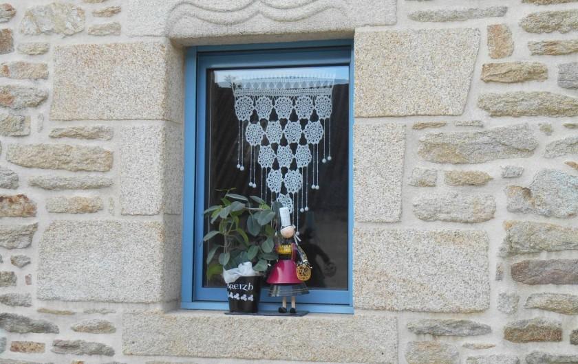 Location de vacances - Chambre d'hôtes à Quimperlé - Les rideaux  typiques de nos îles bretonnes