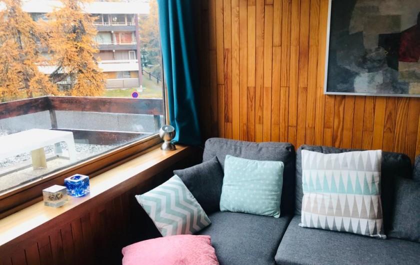 Location de vacances - Appartement à Les Claux - Salon avec vue terrasse sur montagne
